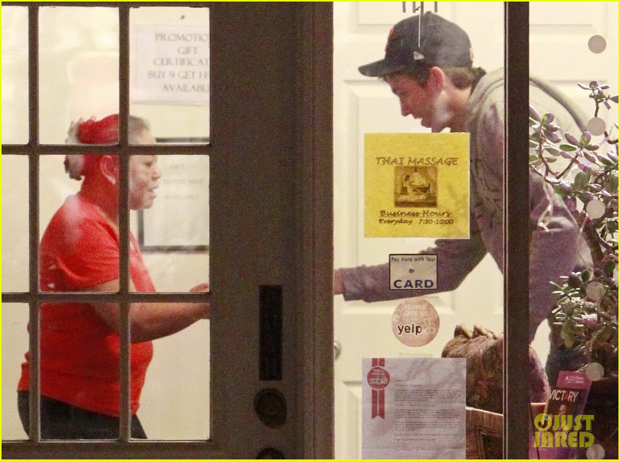 ashton kutcher mila kunis bossa nova lunch lovers 162774246