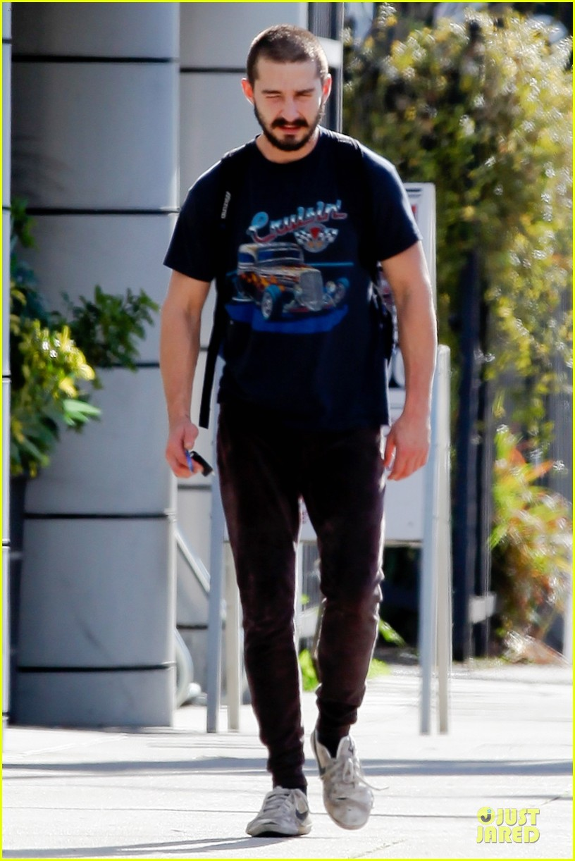 shia labouf cruisin to the gym 03