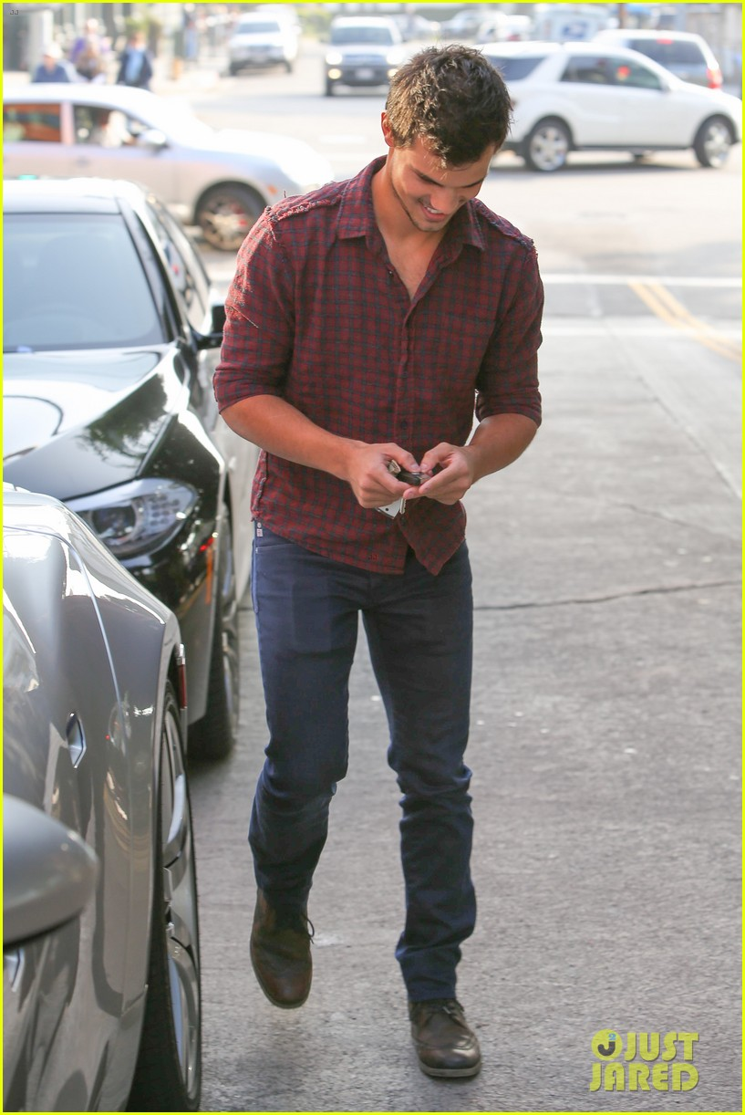 taylor lautner business in brentwood 032770976