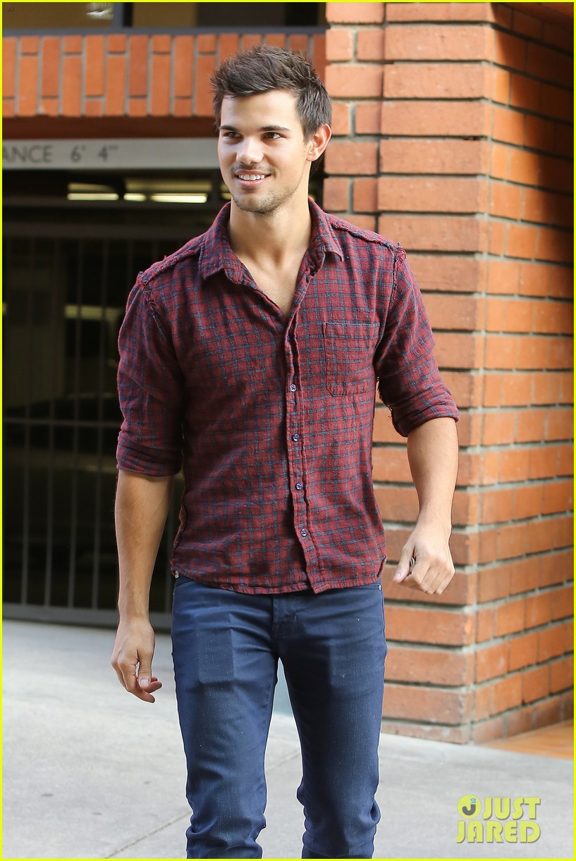 taylor lautner business in brentwood 042770977