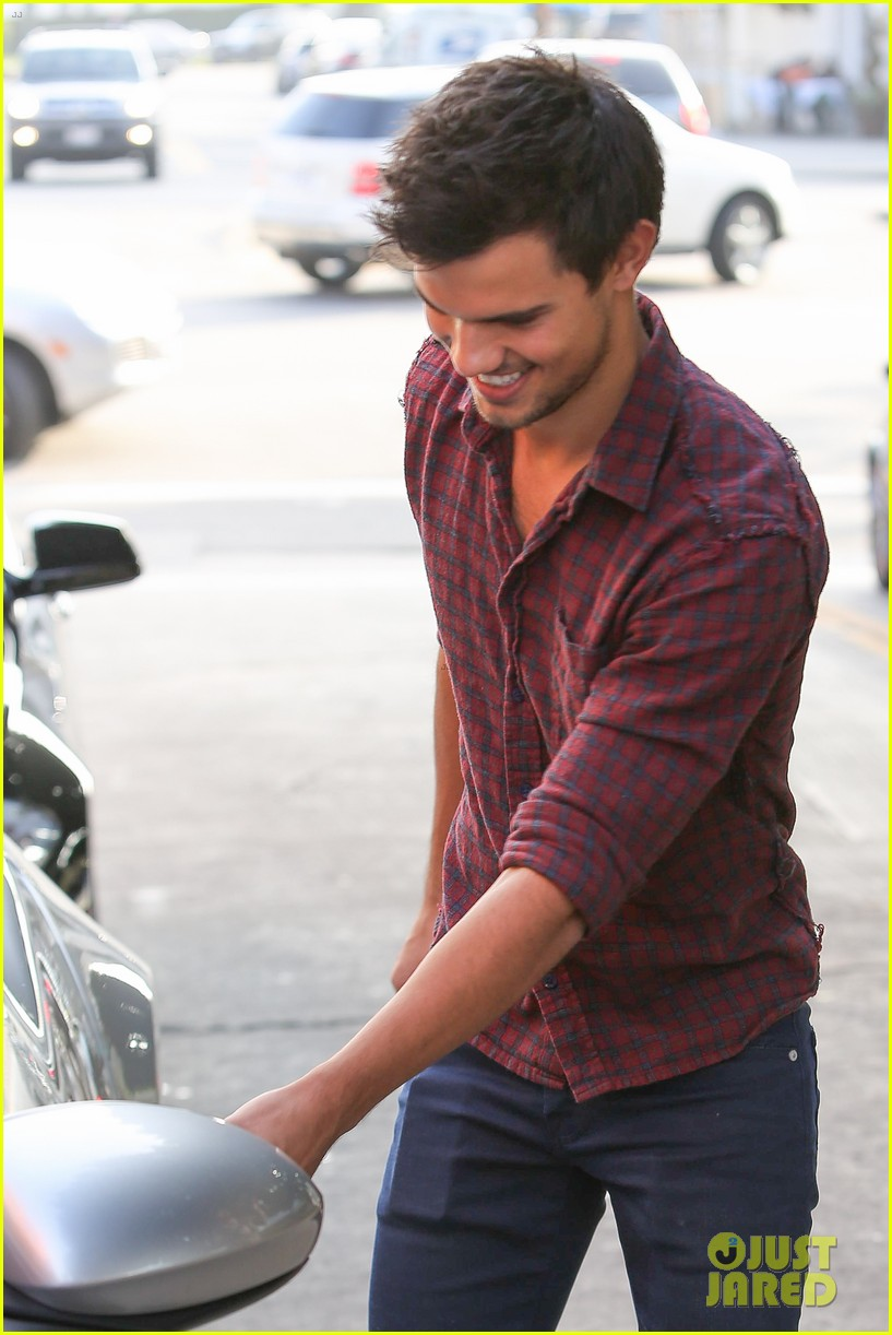 taylor lautner business in brentwood 152770988