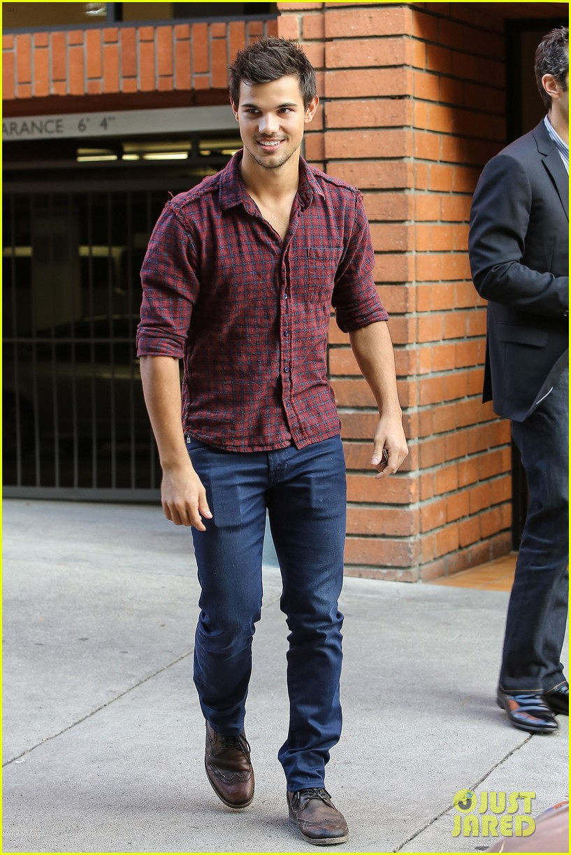 taylor lautner business in brentwood 21