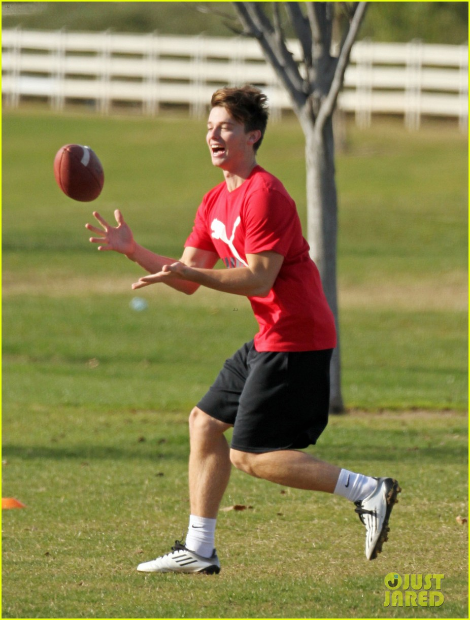taylor lautner patrick schwarzenegger football fun 01
