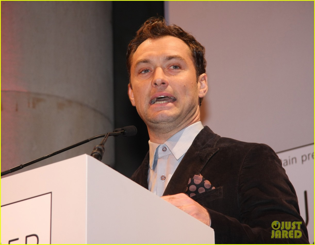 jude law 2012 turner prize presenter 092768938