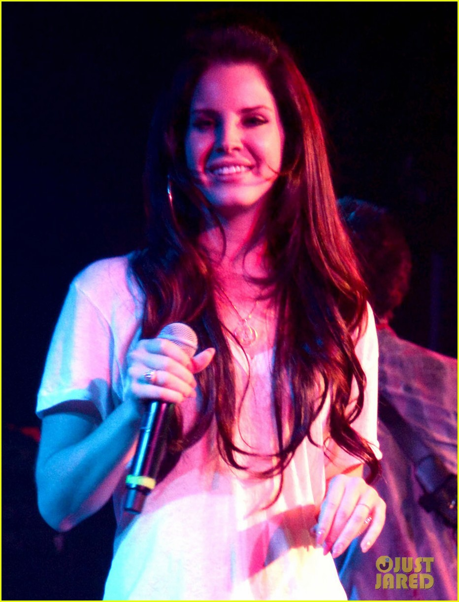 lana del rey camp freddy holiday show at the roxy 022779779