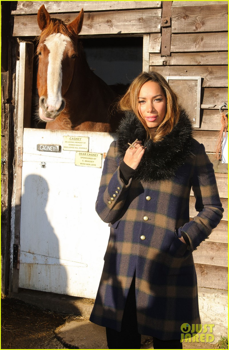 leona lewis hopefield animal sanctuary christmas fete 07