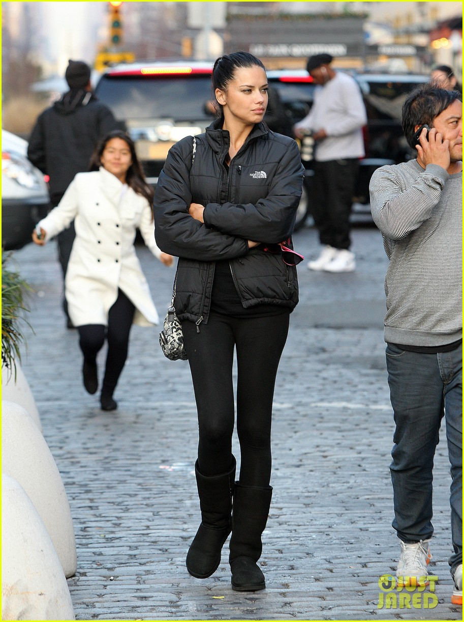 adriana lima dropping baby weight for vs fashion show was challenging 012769629