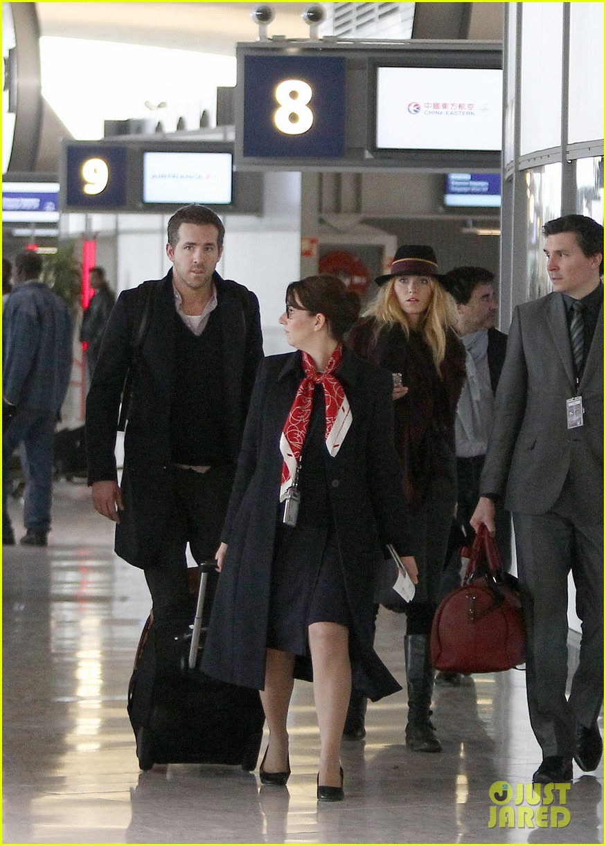 blake lively ryan reynolds charles de gaulle couple 02