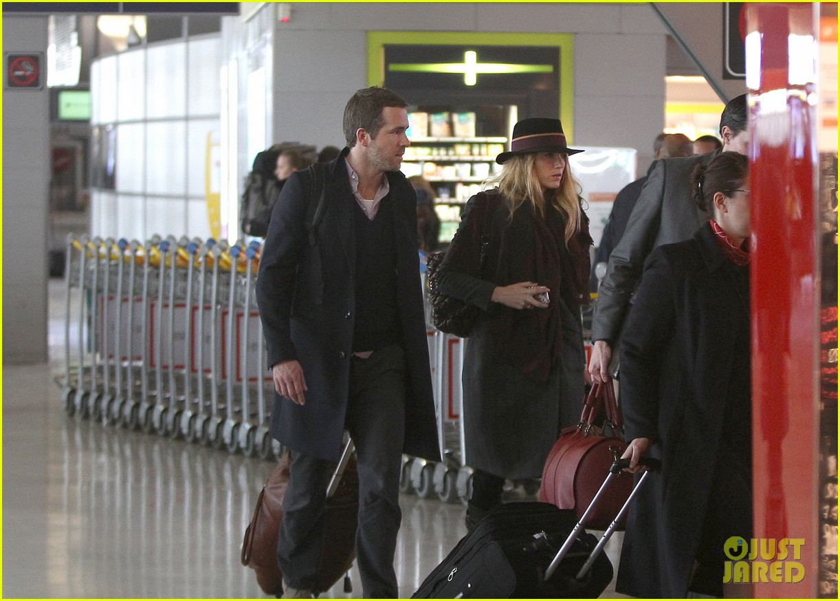 blake lively ryan reynolds charles de gaulle couple 052769647