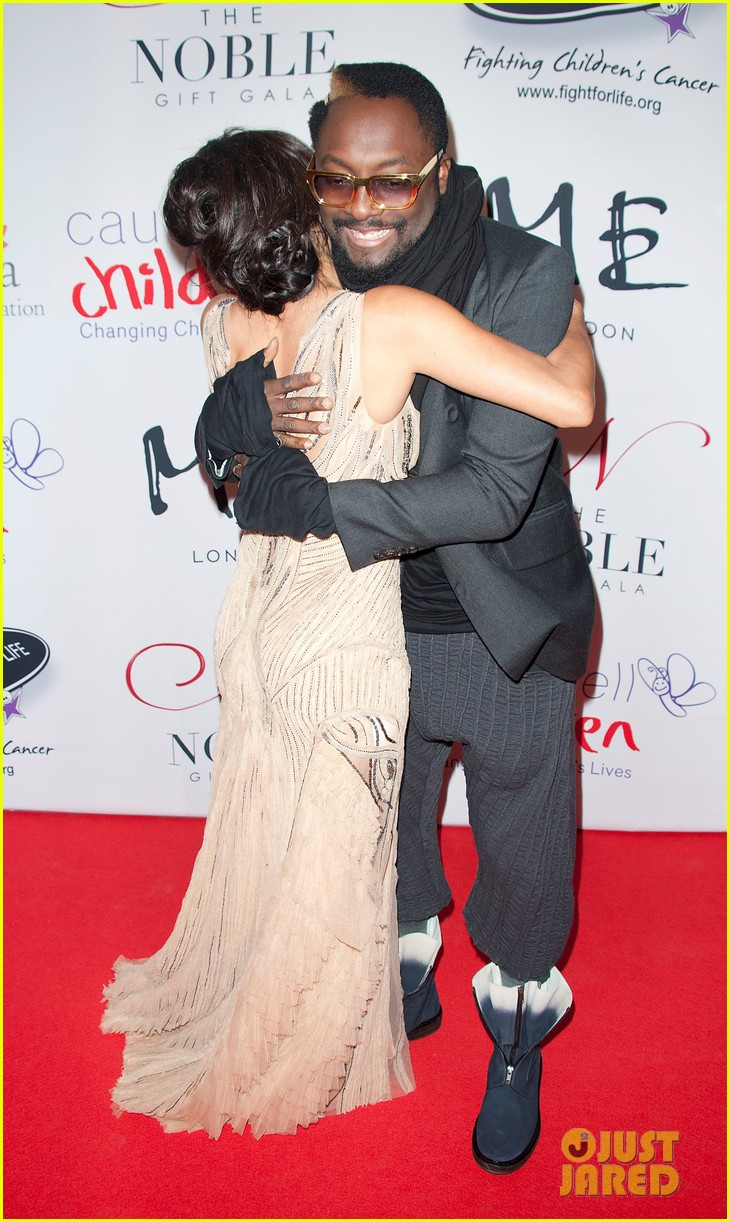 eva longoria noble gift gala with will i am 032772082