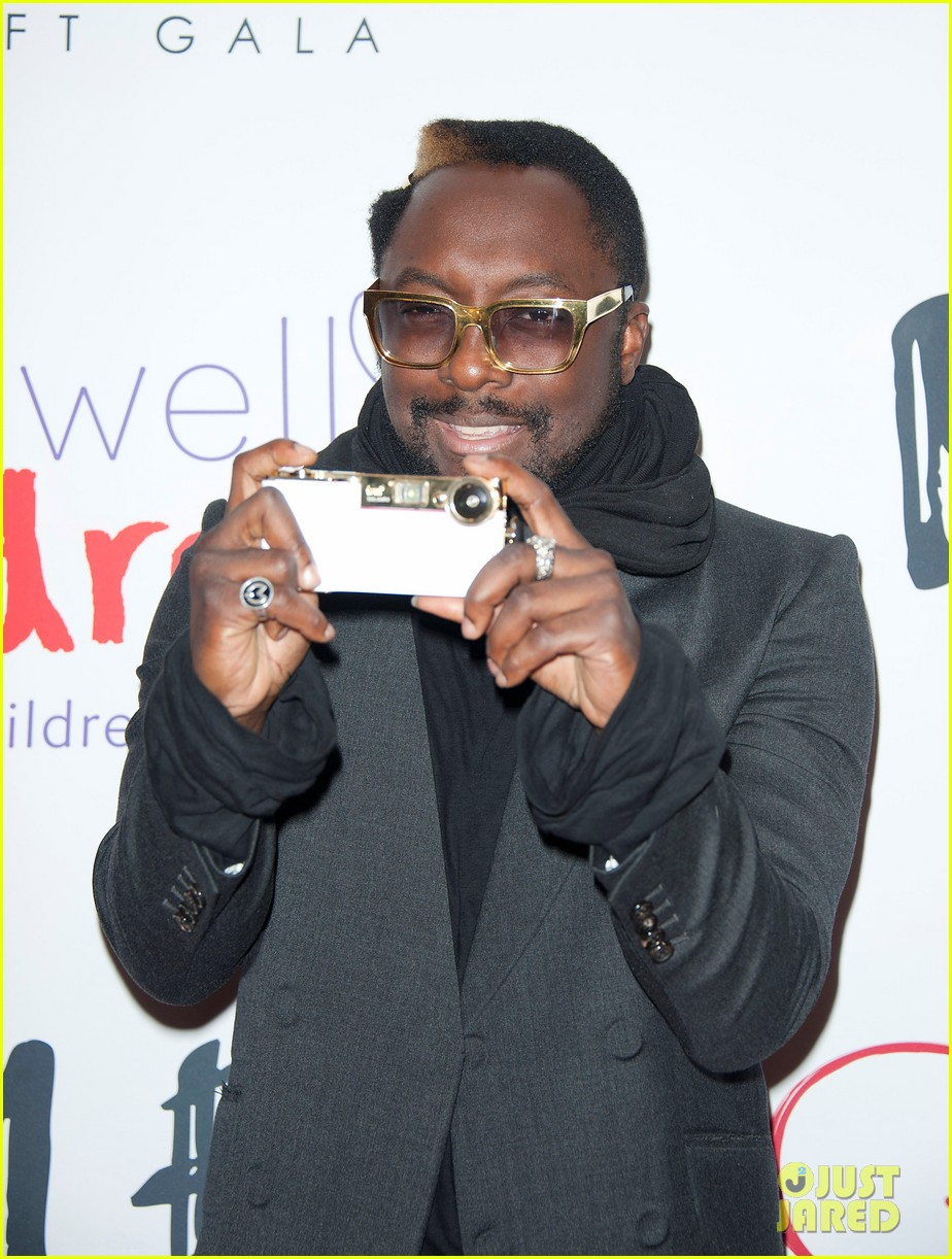 eva longoria noble gift gala with will i am 06