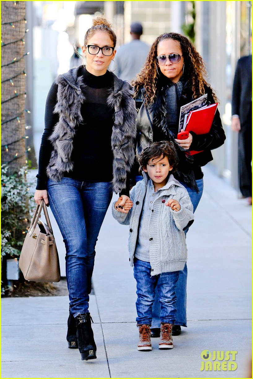 jennifer lopez casper smart beverly hills shopping with the kids 022781468