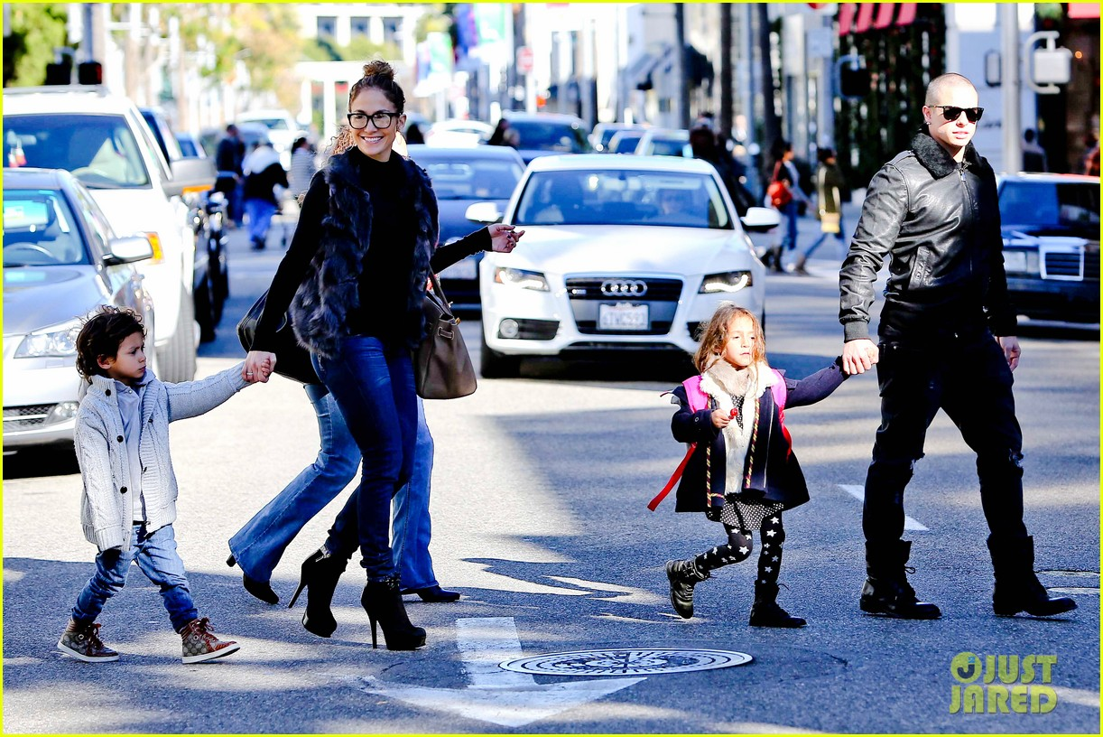 jennifer lopez casper smart beverly hills shopping with the kids 06