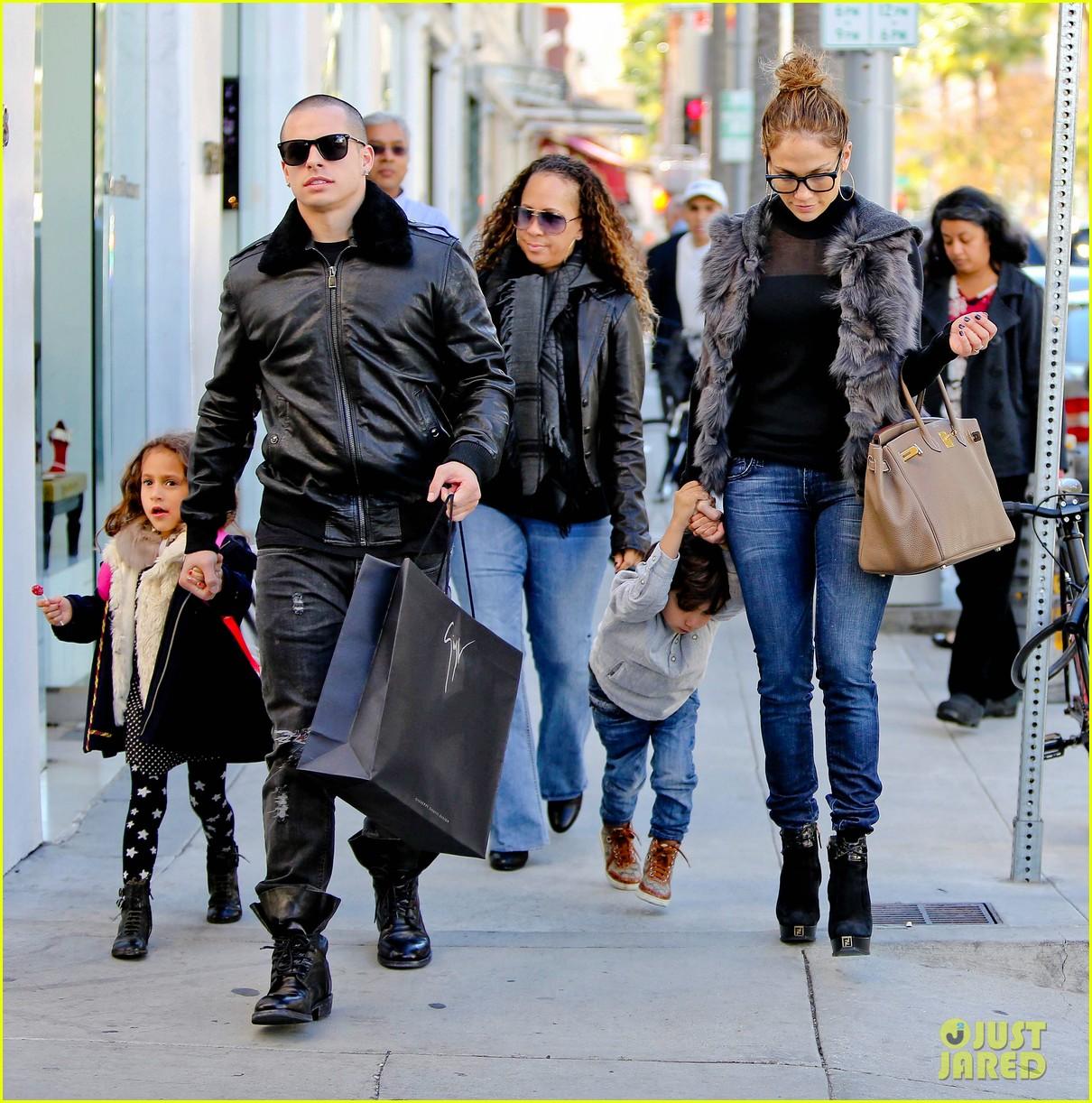jennifer lopez casper smart beverly hills shopping with the kids 082781474