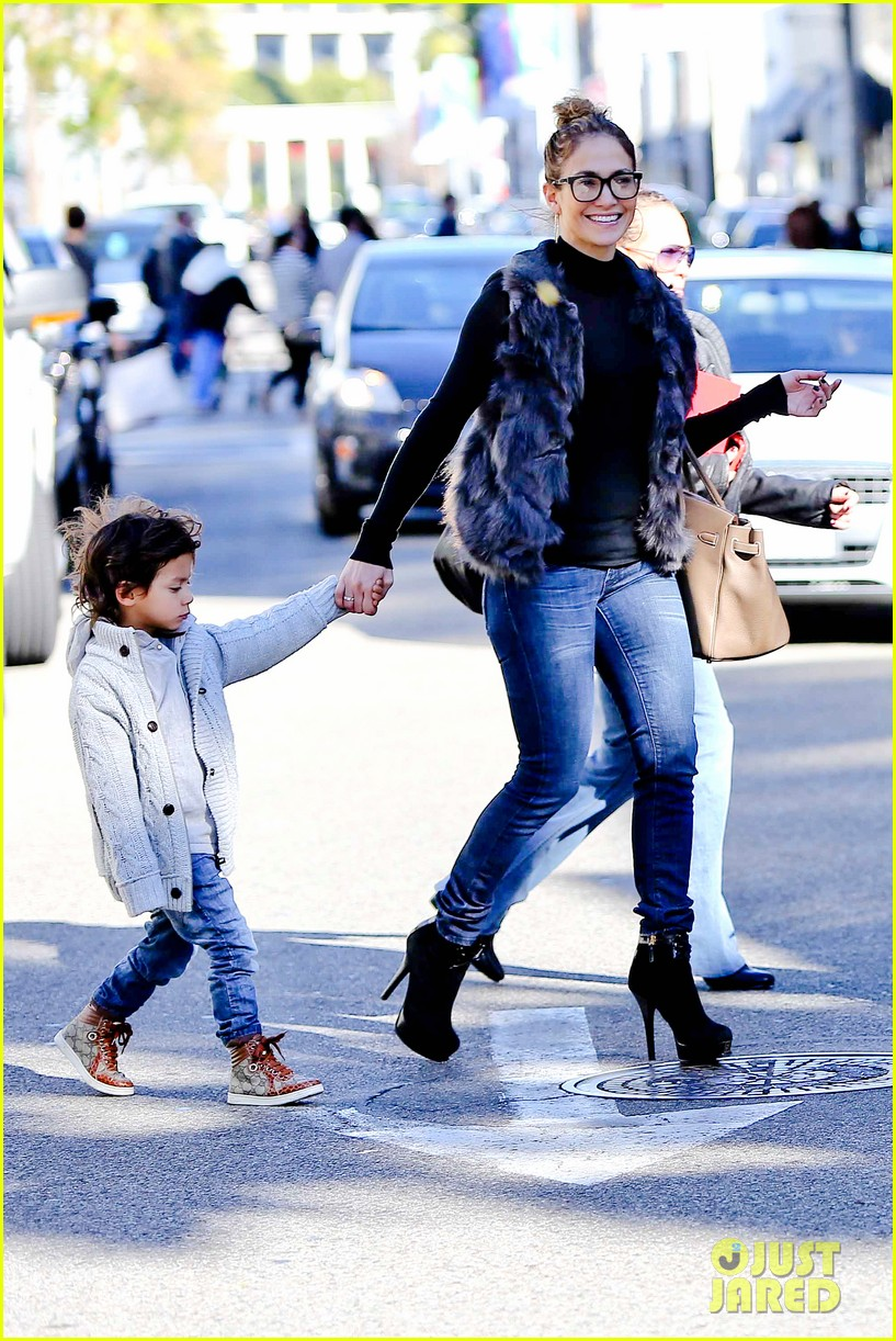 jennifer lopez casper smart beverly hills shopping with the kids 09