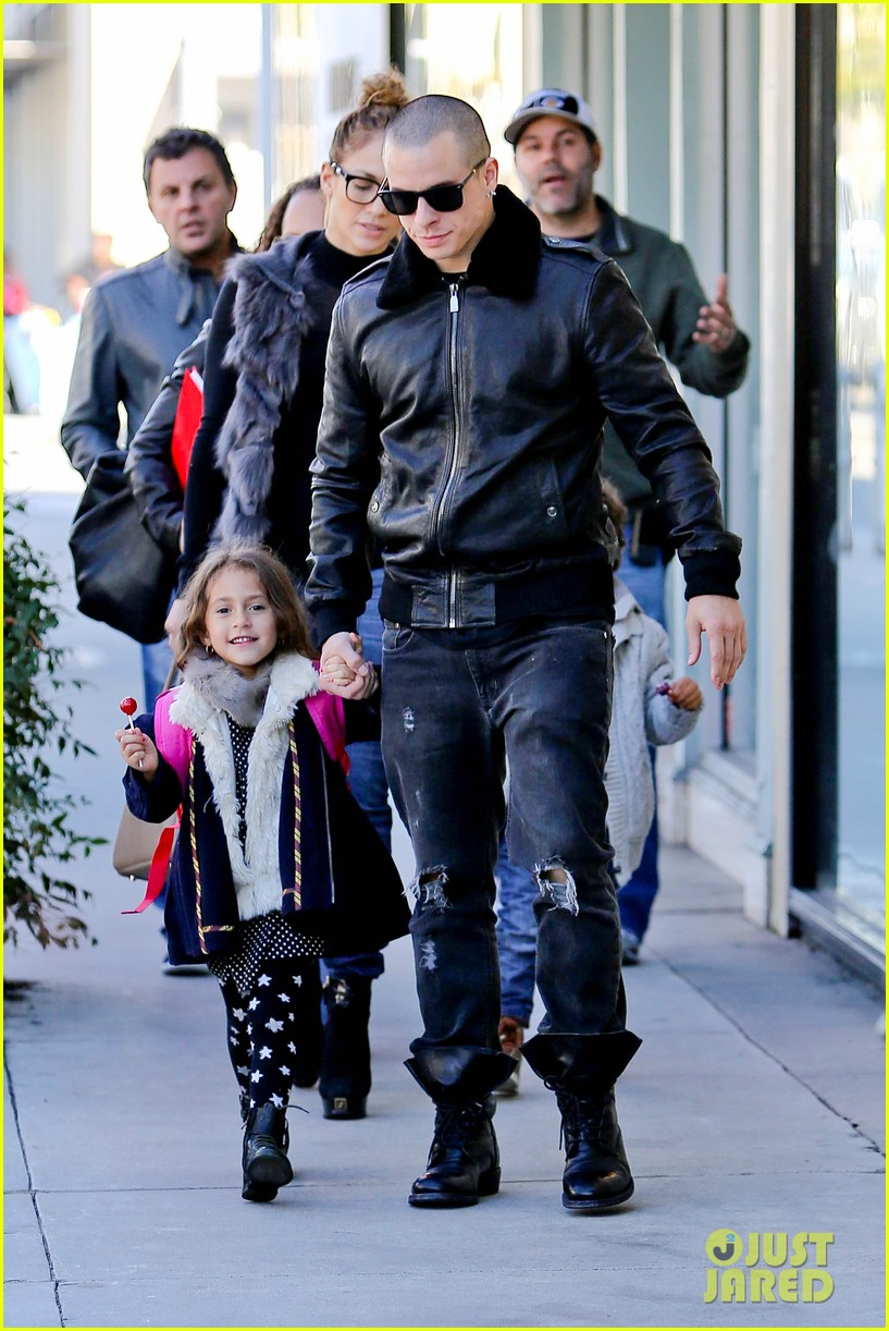 jennifer lopez casper smart beverly hills shopping with the kids 14