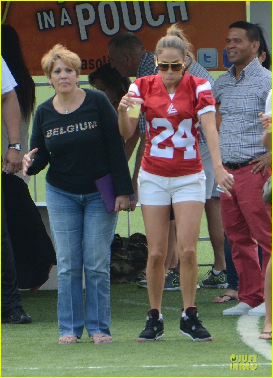jennifer lopez charity football match with the family 032779719