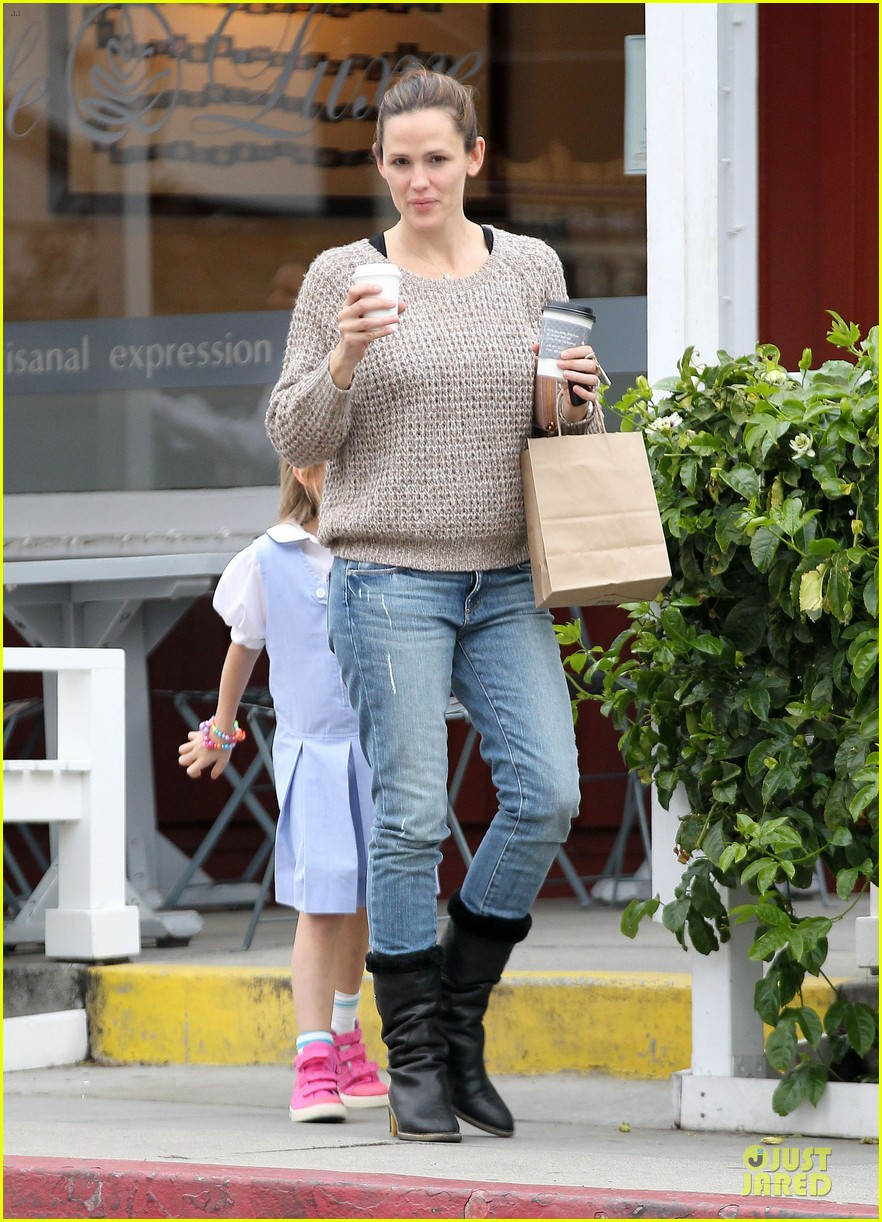 jennifer garner louises dinner with violet 20