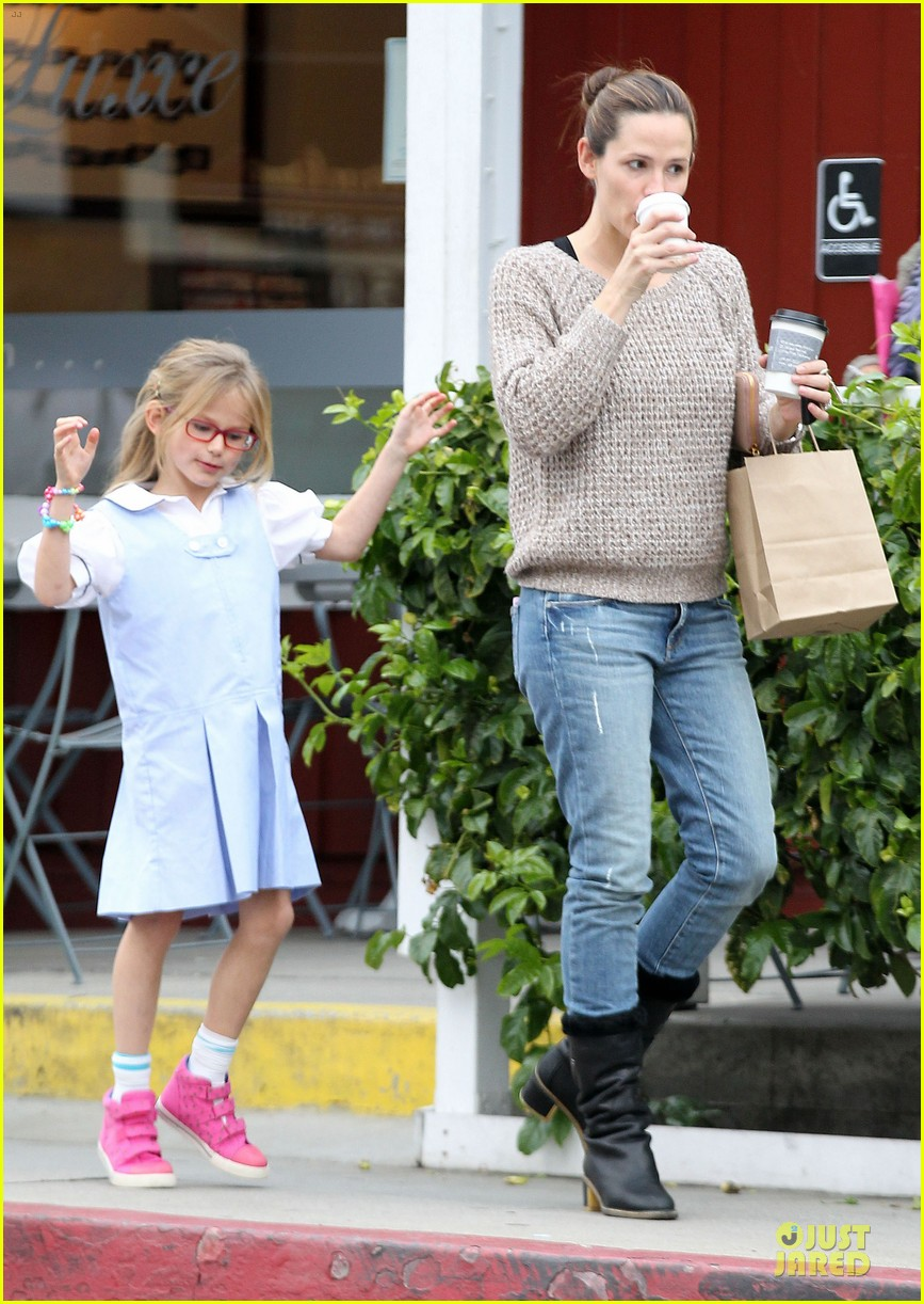 jennifer garner louises dinner with violet 22