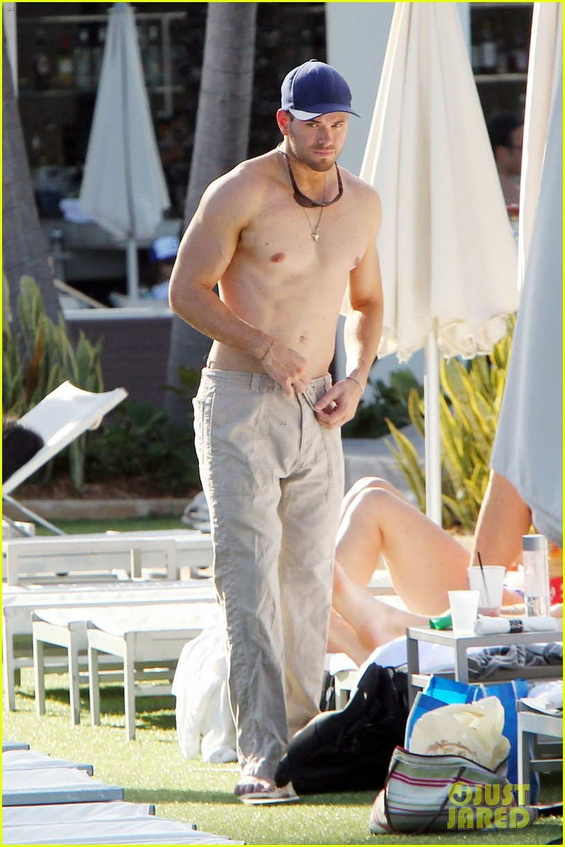 kellan lutz shirtless miami 06
