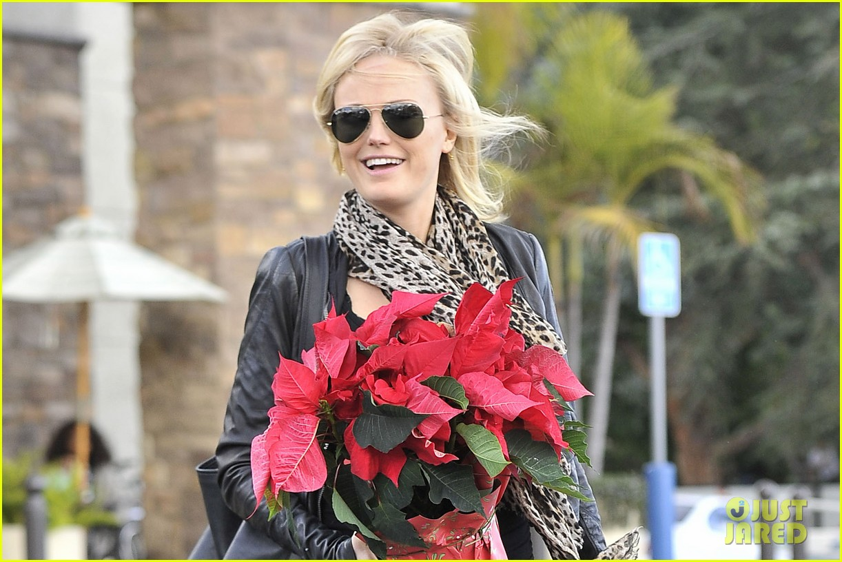 malin akerman gelsons holiday shopper 022778293