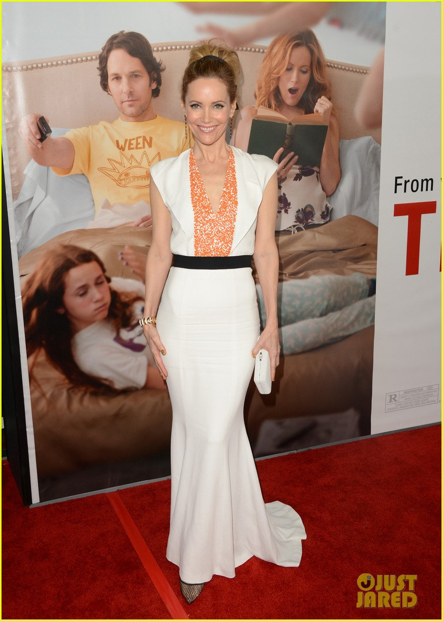 leslie mann lena dunham this is 40 premiere 012774992
