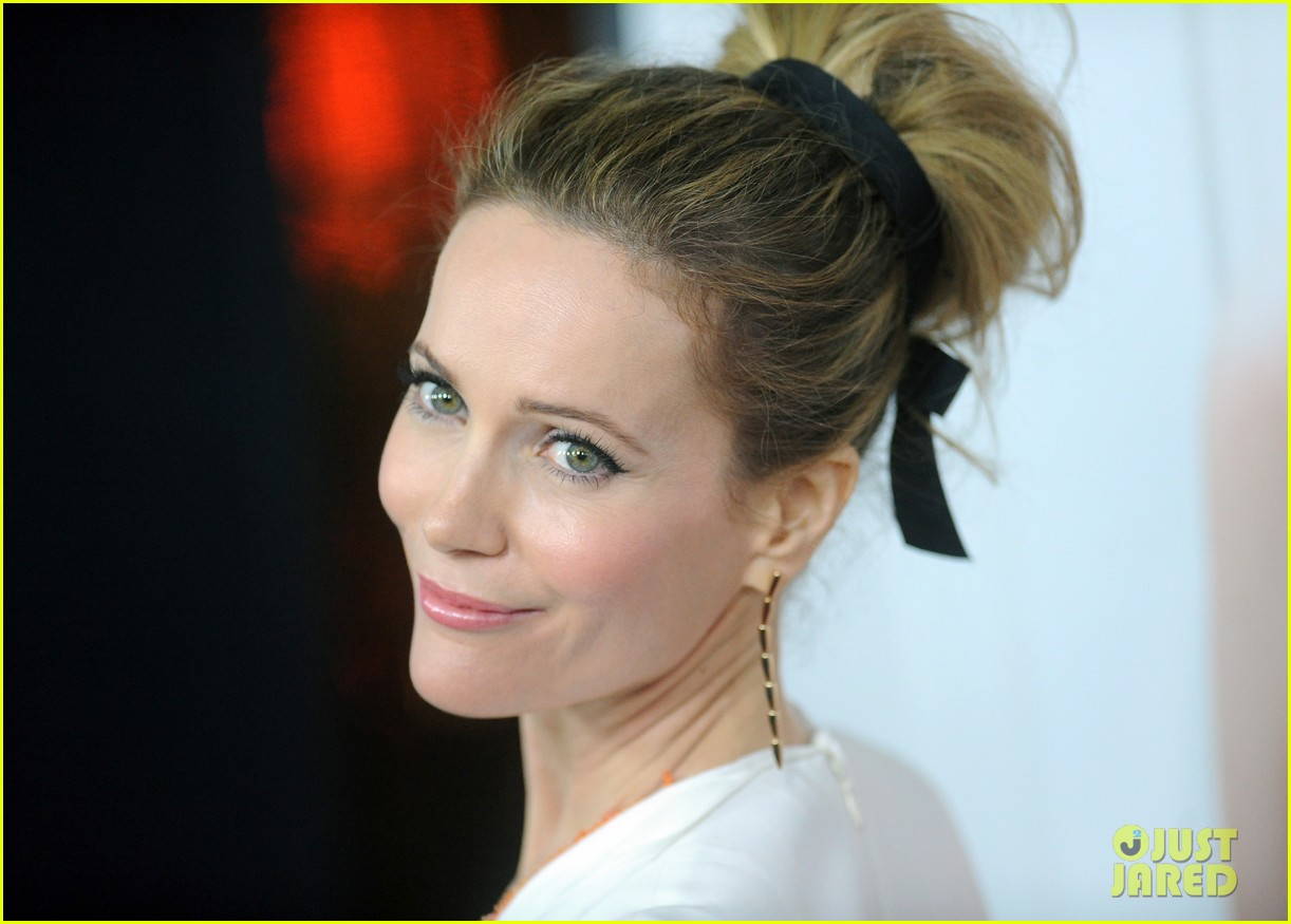 leslie mann lena dunham this is 40 premiere 212775012