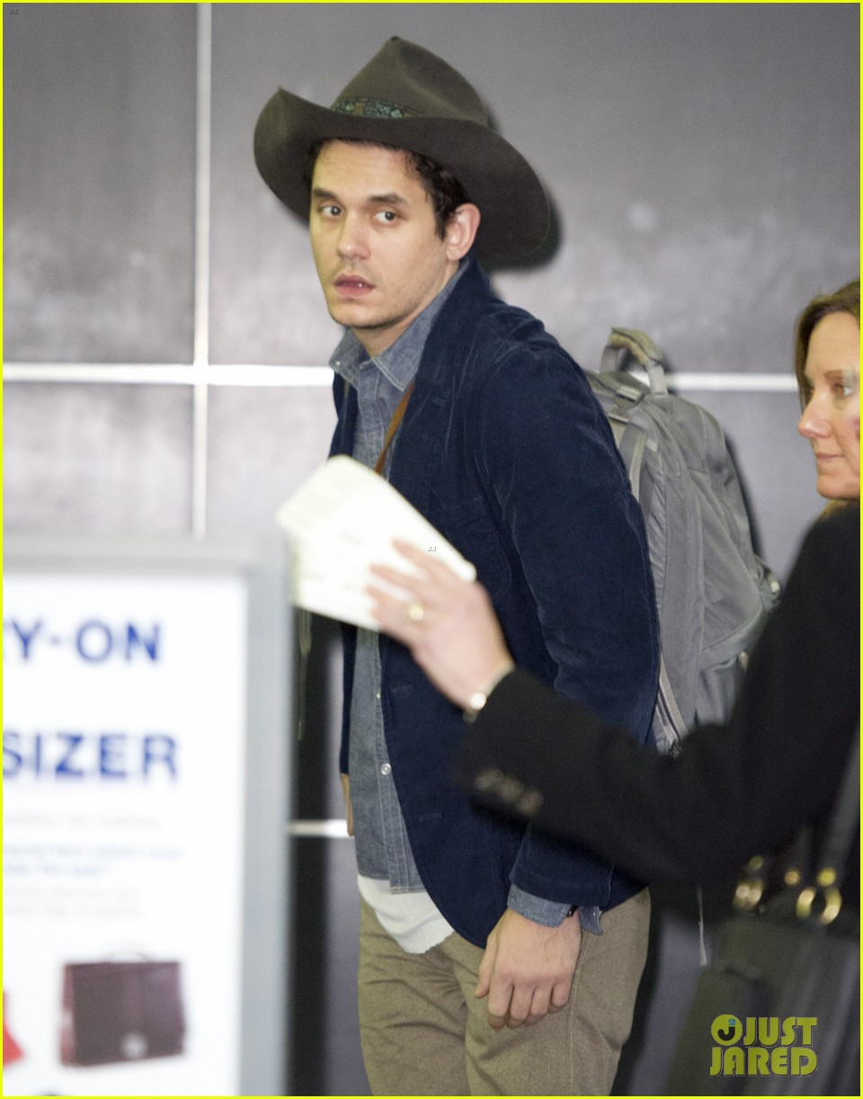 john mayer airport arrival guy 032776803