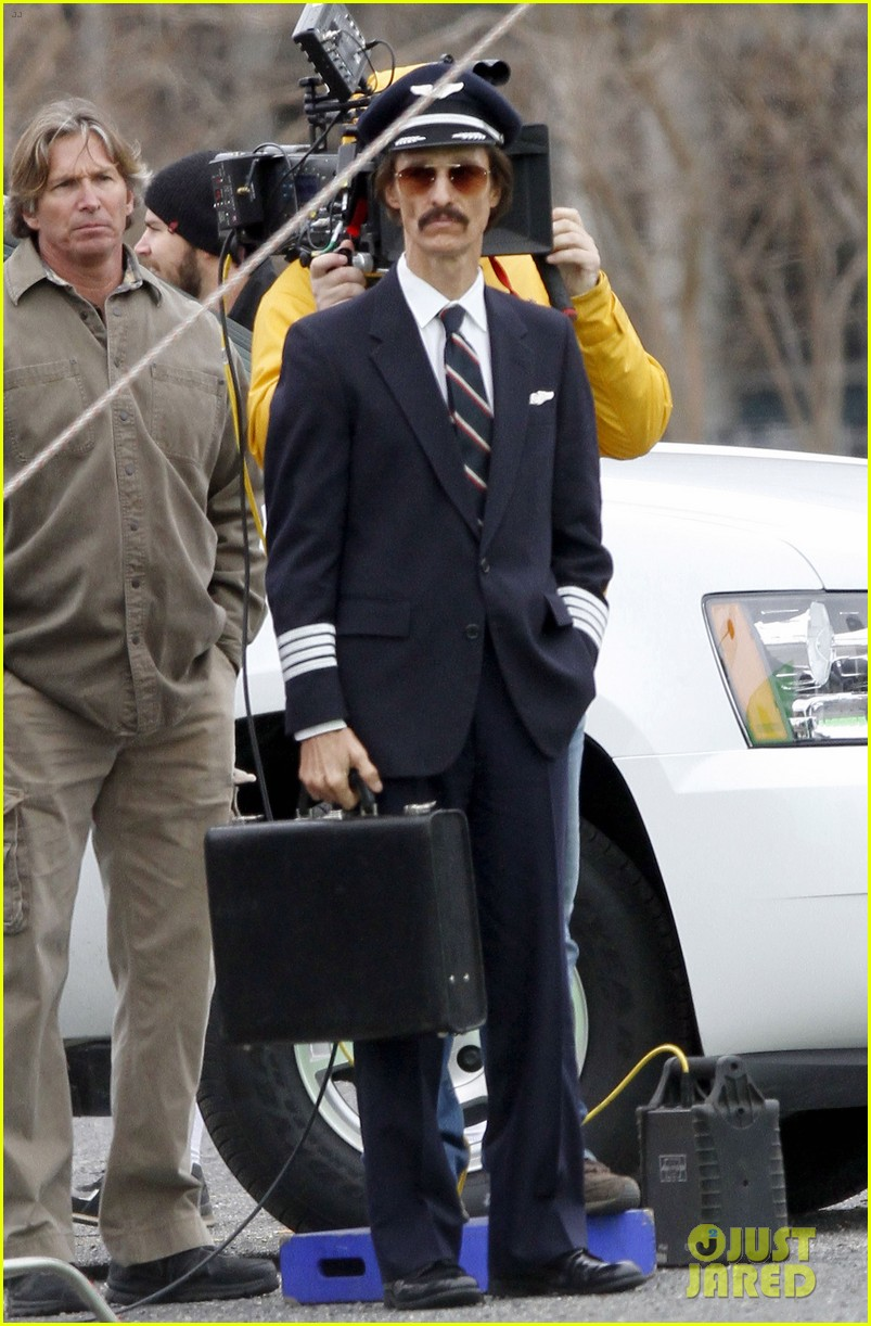matthew mcconaughey costume day on dallas buyers club set 07