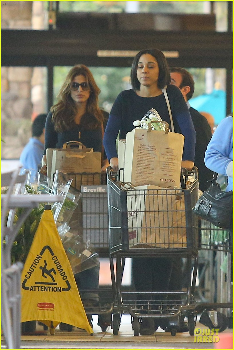 eva mendes grocery shopping with a gal pal 012782693