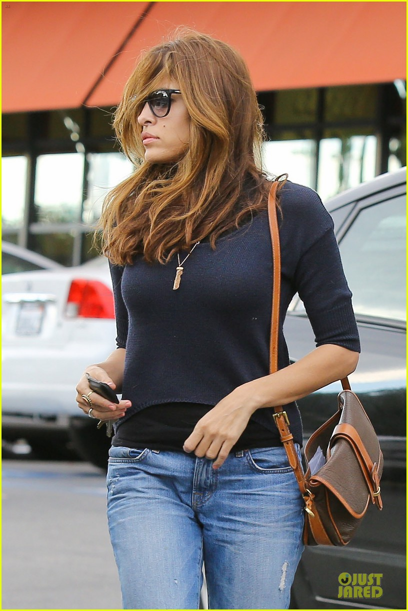 eva mendes grocery shopping with a gal pal 02