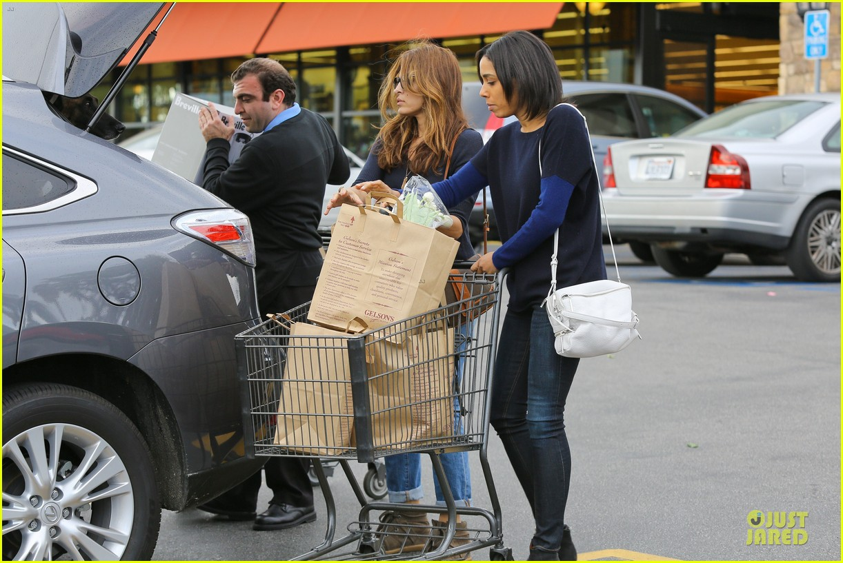 eva mendes grocery shopping with a gal pal 162782708