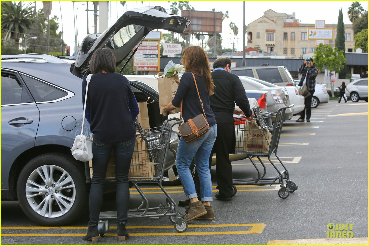 eva mendes grocery shopping with a gal pal 172782709