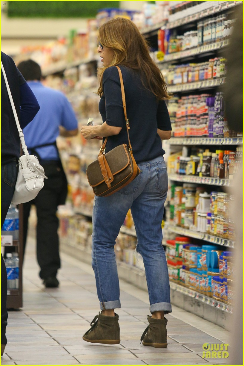 eva mendes grocery shopping with a gal pal 182782710