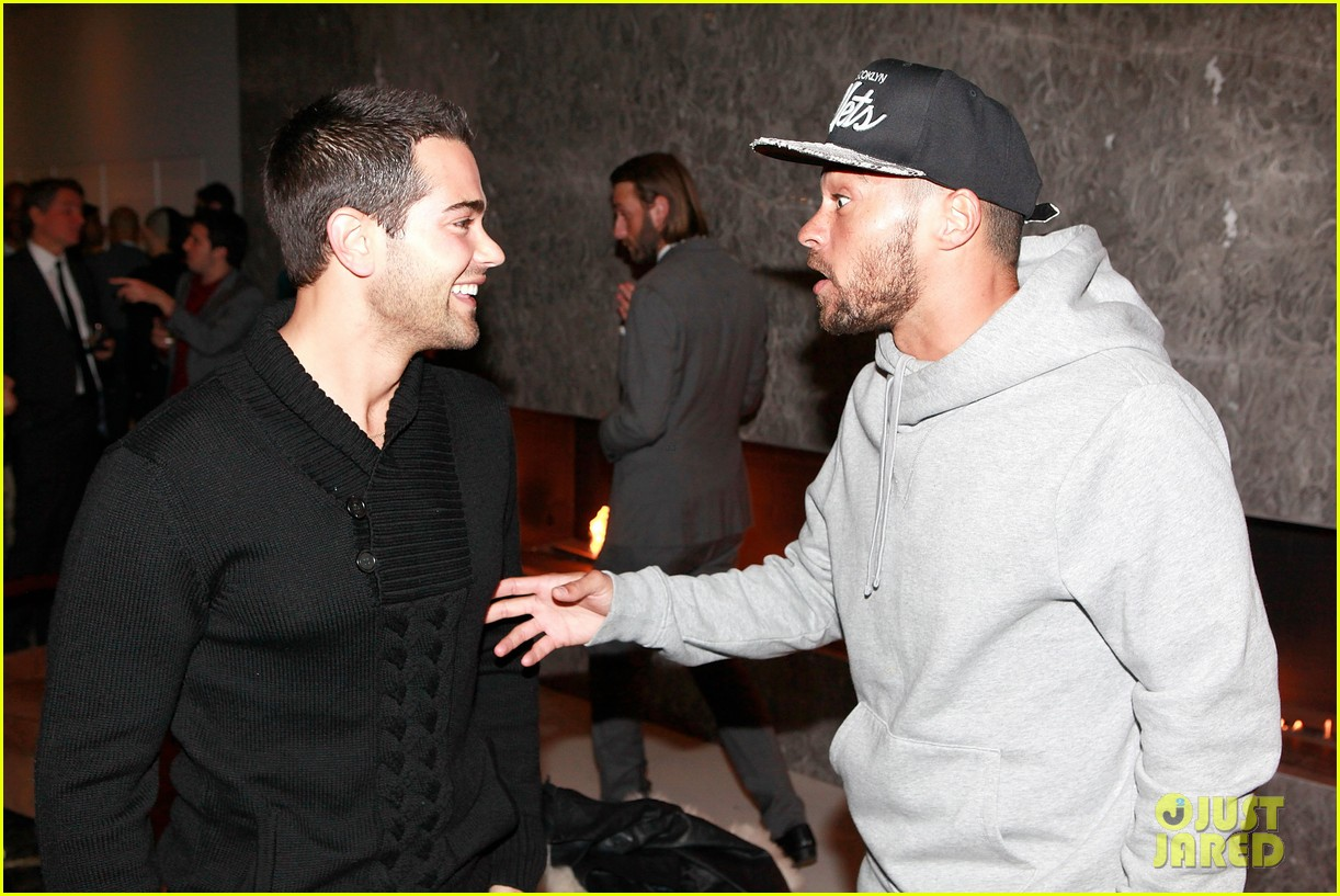jesse metcalfe louise roe hukkster holiday party 02