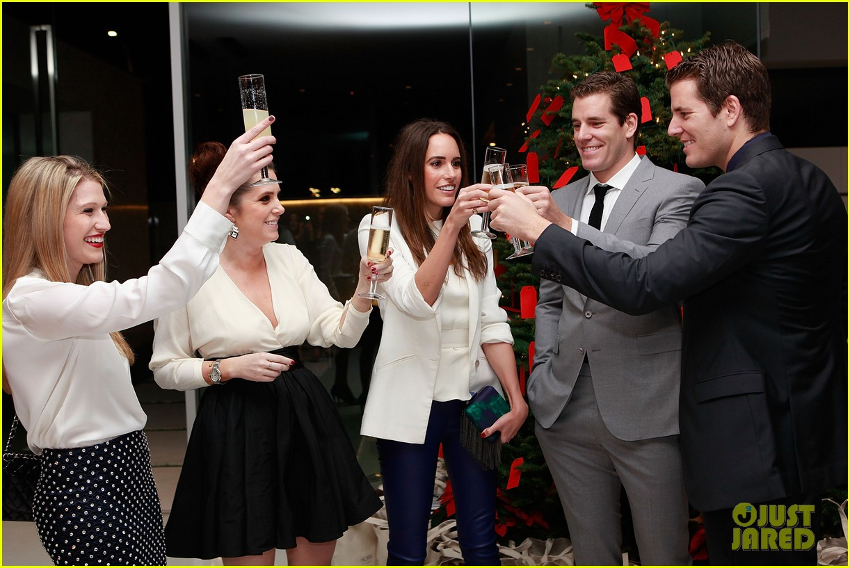 jesse metcalfe louise roe hukkster holiday party 082775951