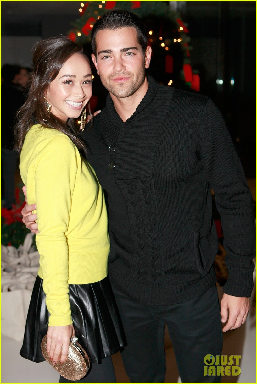 jesse metcalfe louise roe hukkster holiday party 10