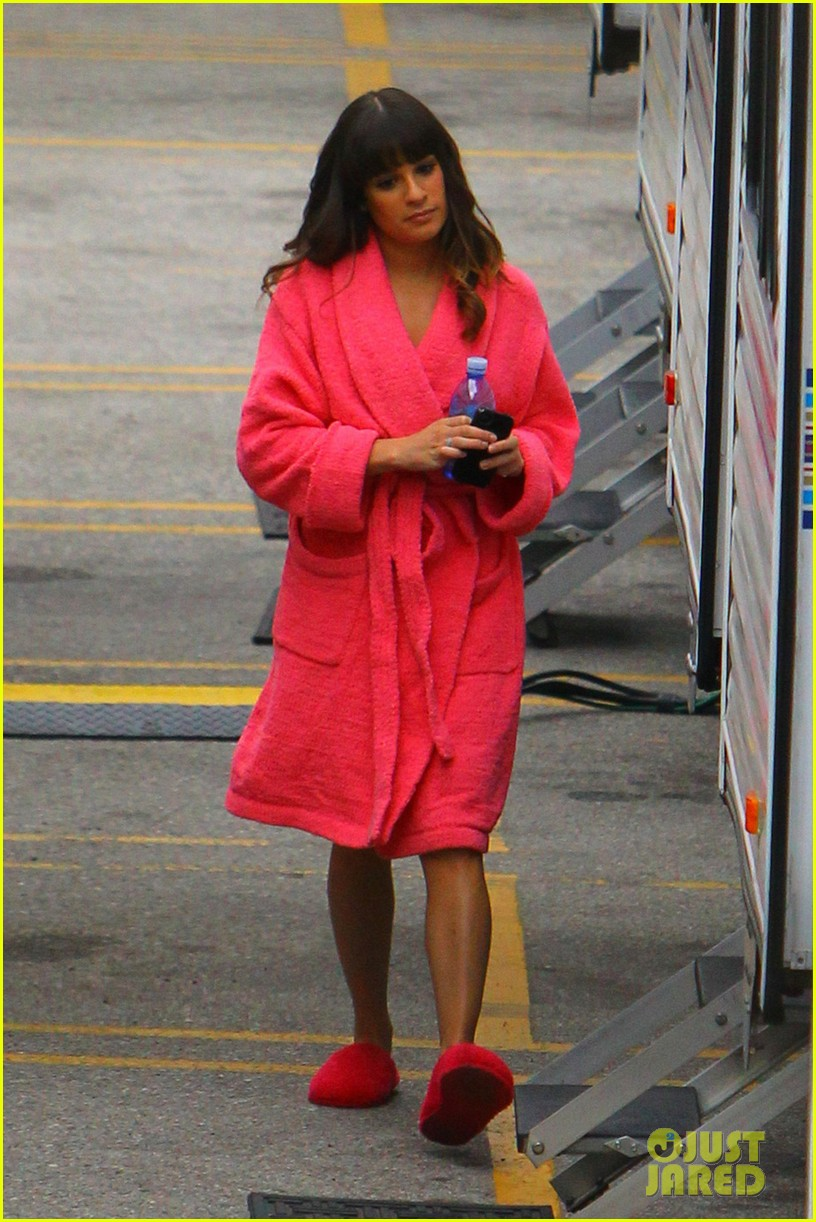 lea michele dianna agron glee set hugs 052774845