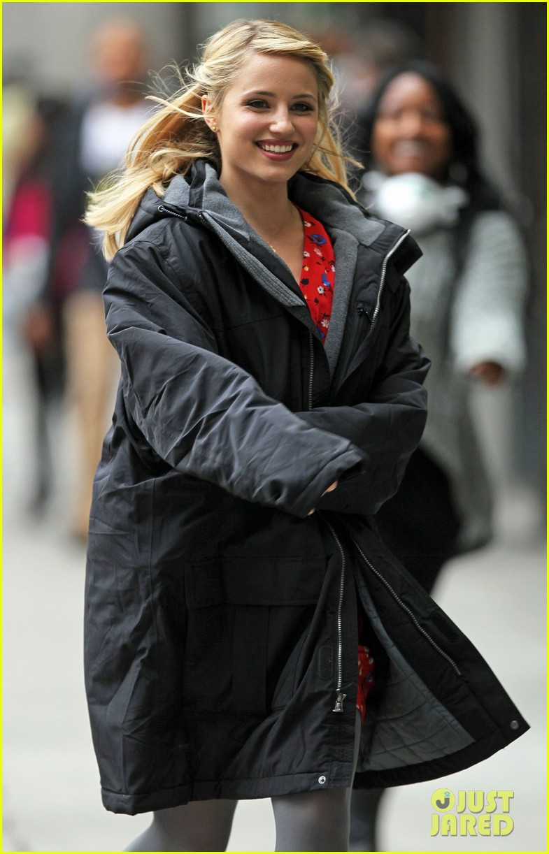 lea michele dianna agron glee set hugs 14