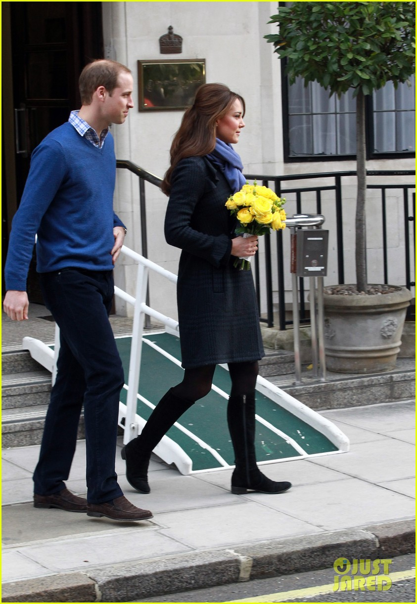 pregnant kate middleton leaves hospital with prince william 012770286