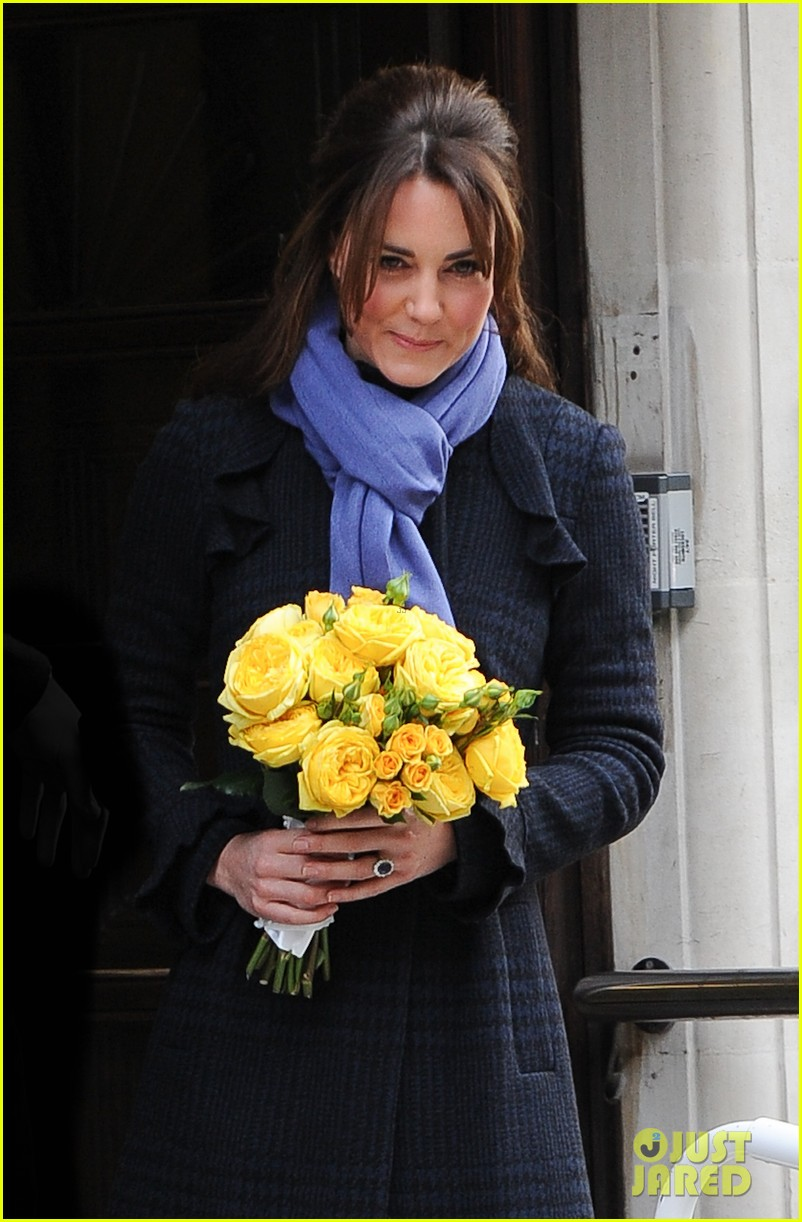 pregnant kate middleton leaves hospital with prince william 032770288