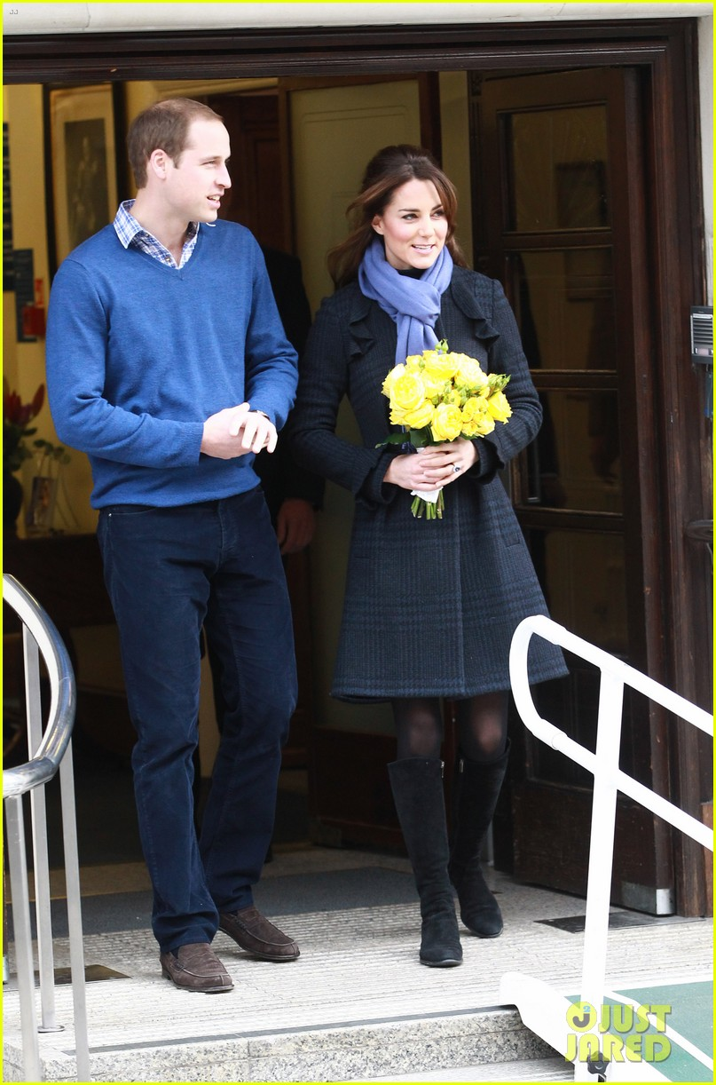 pregnant kate middleton leaves hospital with prince william 042770289