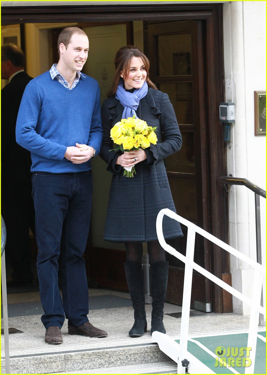 pregnant kate middleton leaves hospital with prince william 062770291