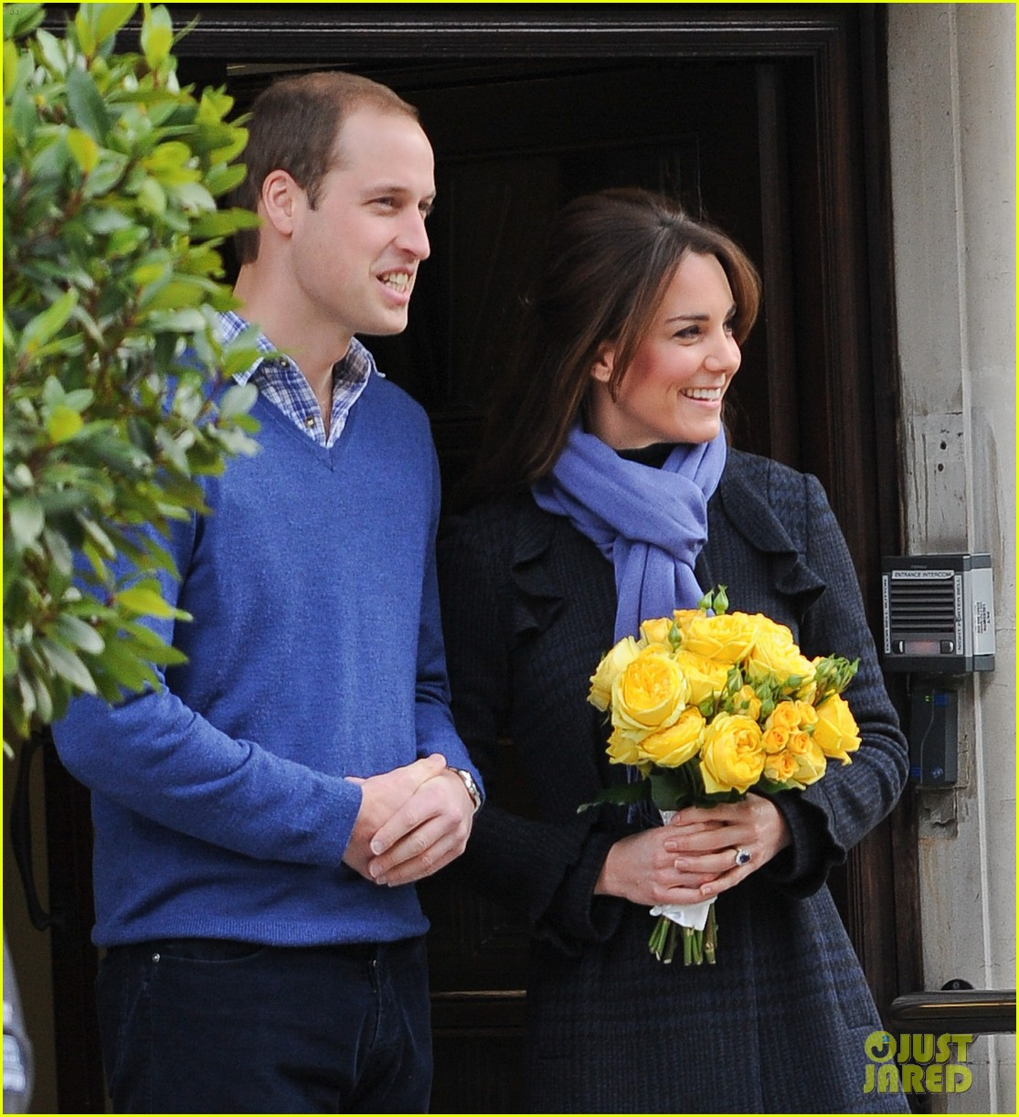 pregnant kate middleton leaves hospital with prince william 092770294