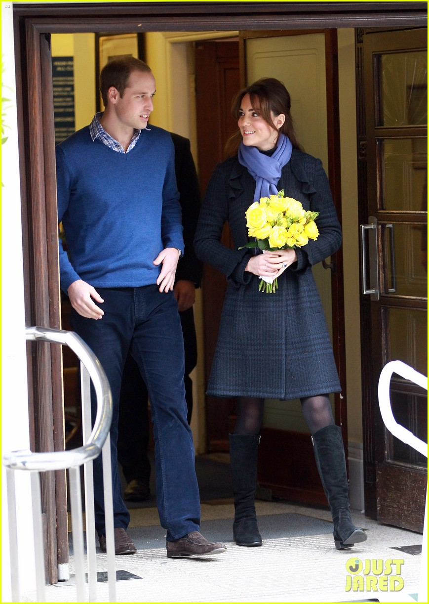 pregnant kate middleton leaves hospital with prince william 10