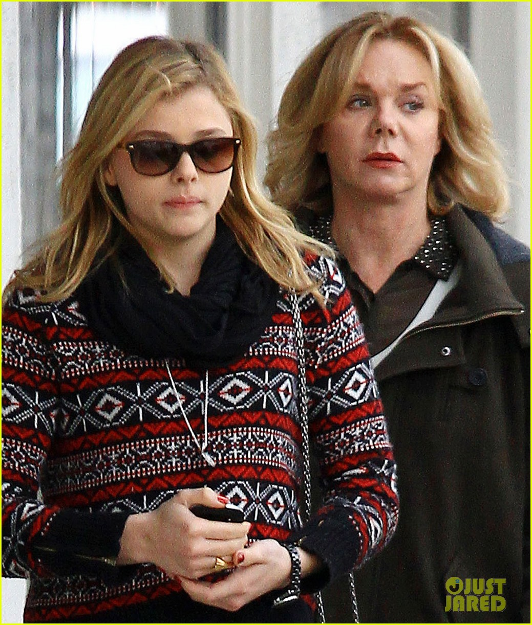 chloe moretz sur lunch with mom teri 012775659