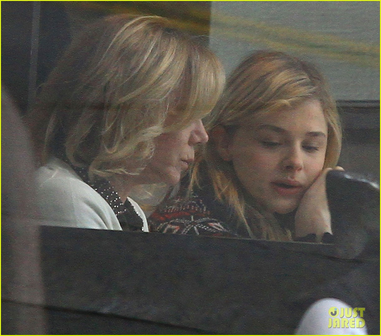 chloe moretz sur lunch with mom teri 032775661