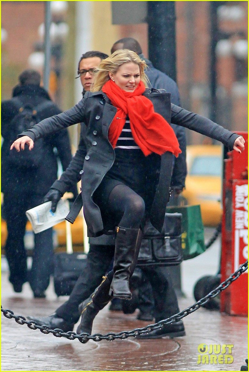jennifer morrison runs jumps for once upon a time 032775875