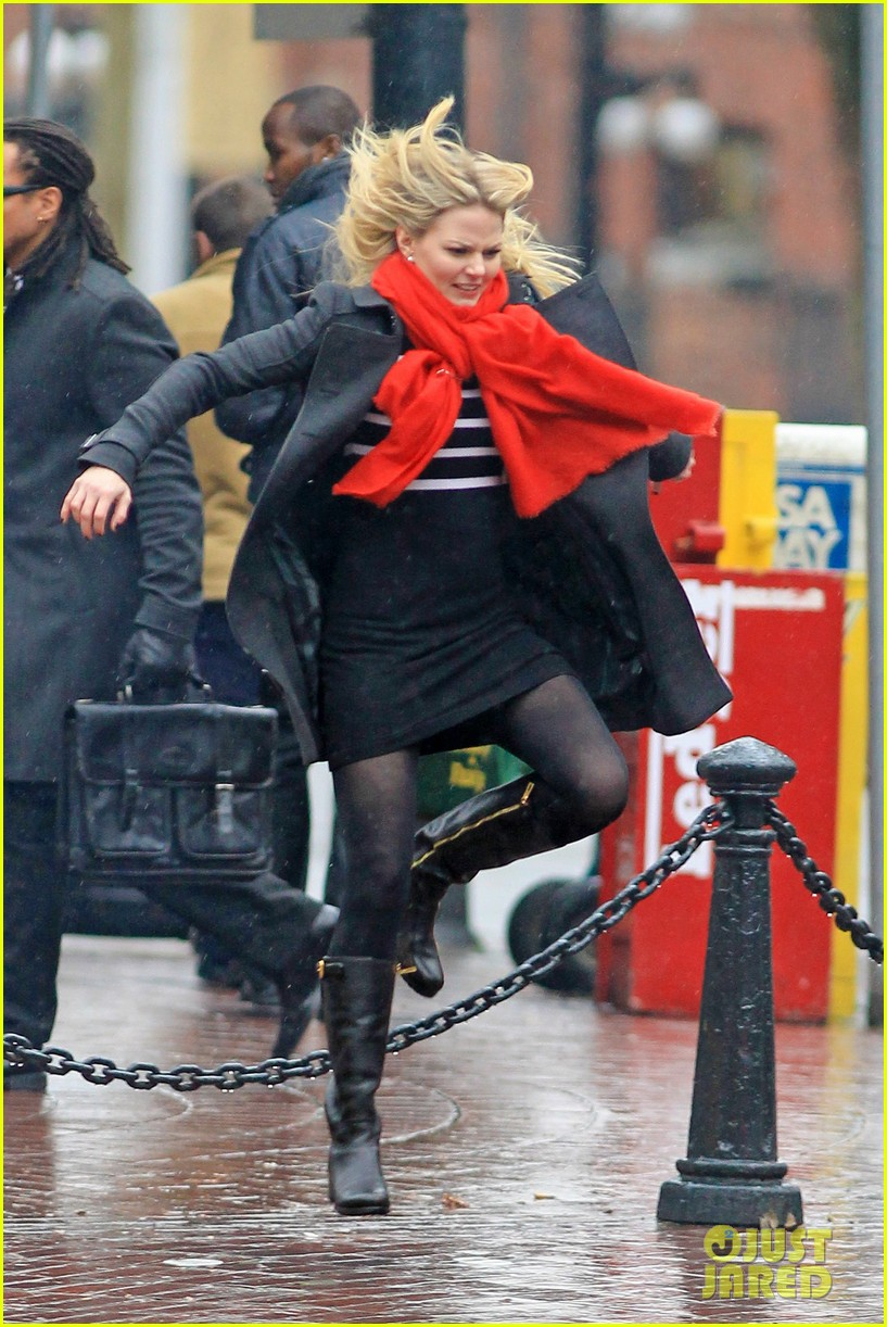 jennifer morrison runs jumps for once upon a time 052775877