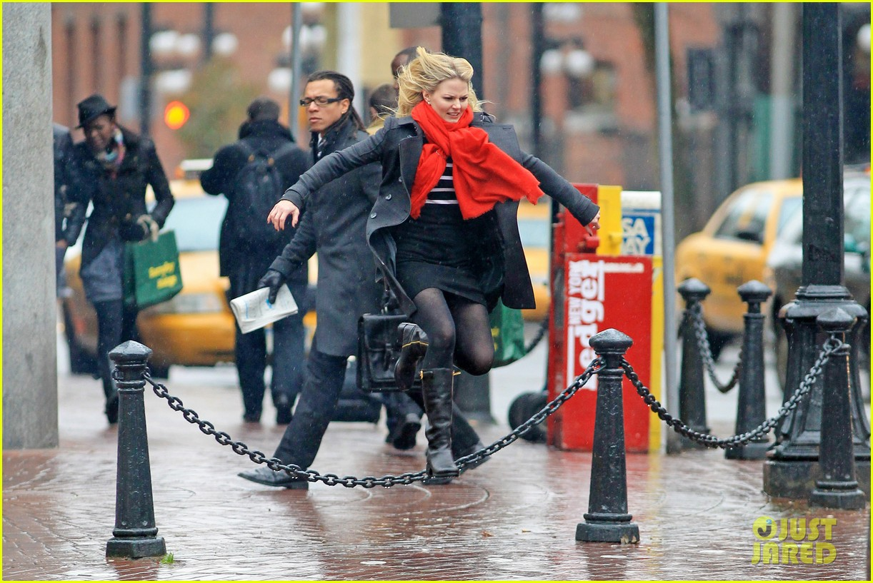 jennifer morrison runs jumps for once upon a time 082775880